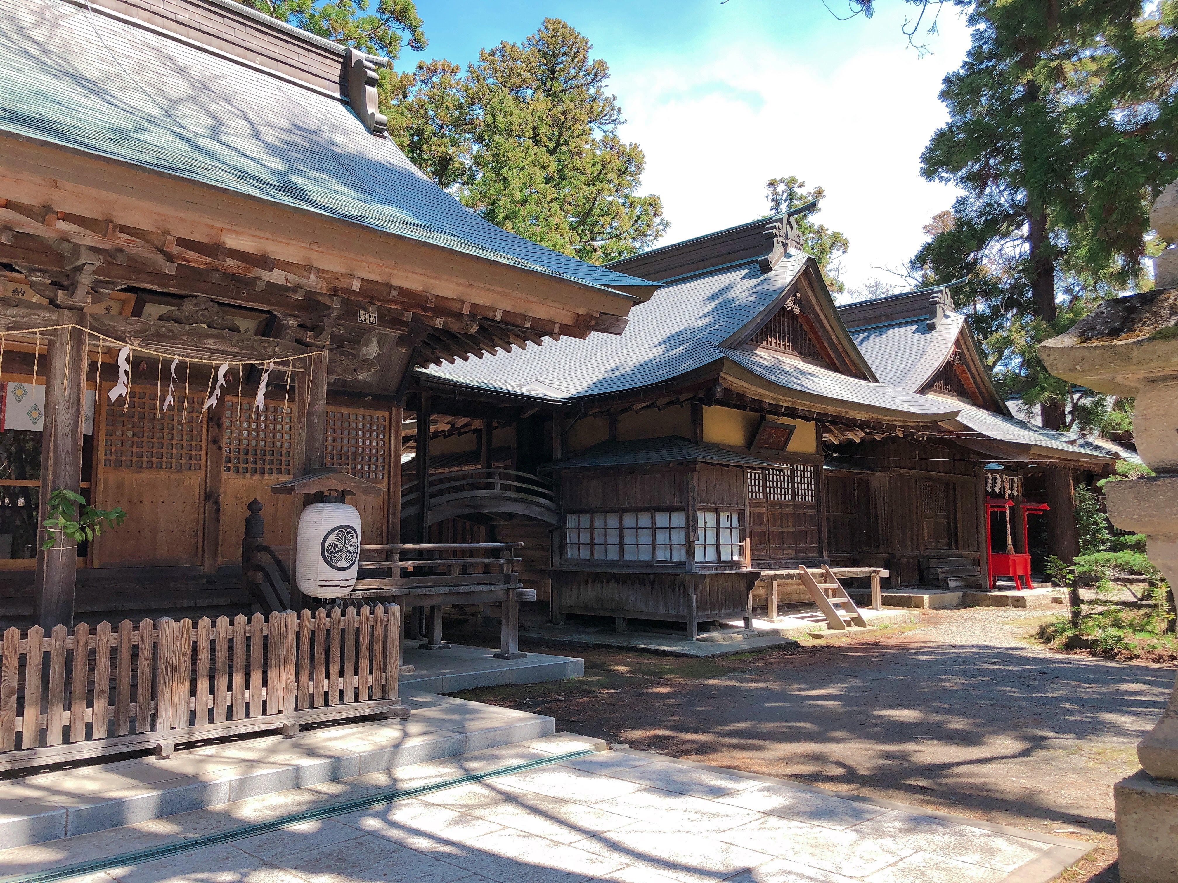 蚕養国神社の拝殿、神饌所