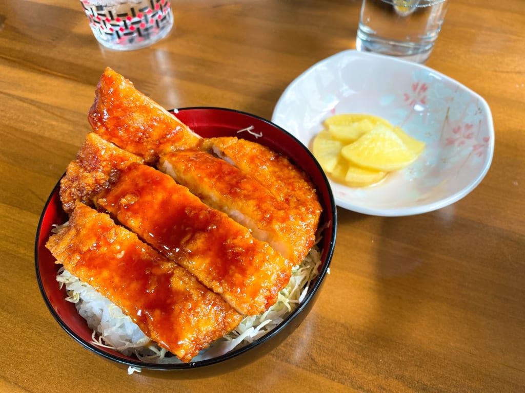 ラーメンセットのソースカツ丼、カツが一枚になります