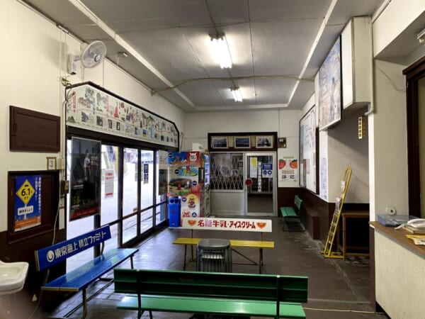 [会津]東山温泉駅、旧窓口から奥