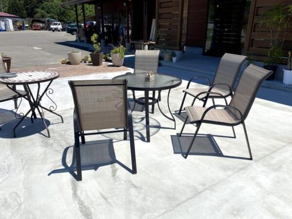 蕎麦カフェ ファットリア こもと 外テーブル