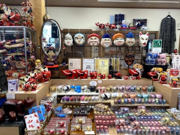 古布・民芸品 笑美(わらび) 店舗入り口から正面