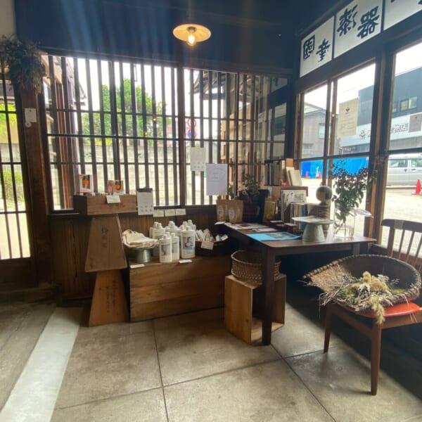 食堂 Kontsh (こんとしゅ) 入って左側