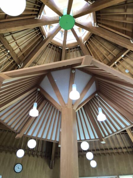 ロータスイン 休憩所の天井