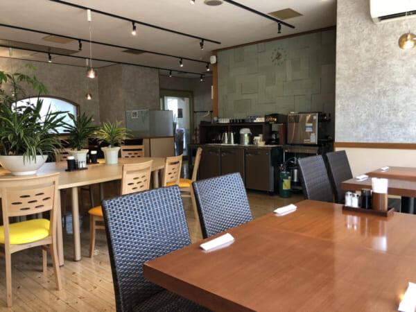 ロータスイン レストラン 會wase 店内テーブル席 入り口側