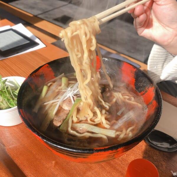 食堂酒場 グリーン テーブル カモ南蛮ラーメン 麺アップ
