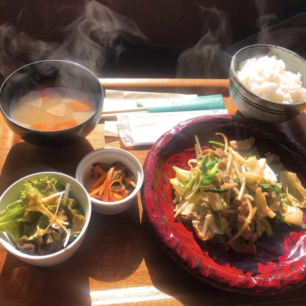 食堂酒場 グリーン テーブル 肉ヤサイ炒め定食