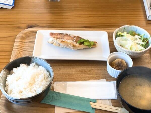 赤ざかなの塩麹焼き食堂酒場 グリーン テーブル 定食