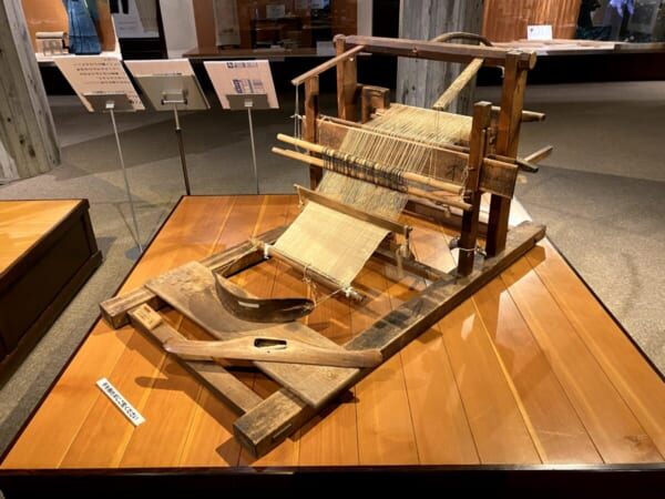 昭和村 雪まつり からむし工芸博物館 織り機、地機(じばた)