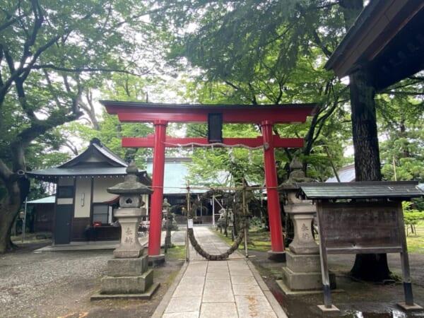 蚕養国神社(こがいくに神社) 赤鳥居