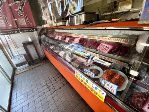 扇や精肉店(おおぎや せいにくてん) 商品ディスプレイ
