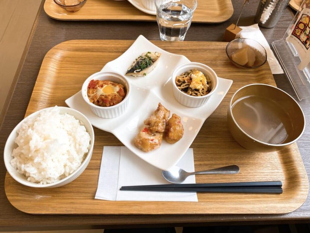 カフェ&デリ マルク 4品+ご飯