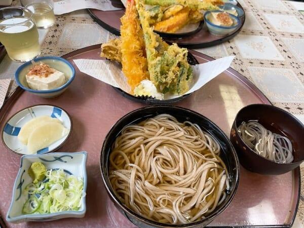 手打生そば やまびこ 天ぷら蕎麦(温)
