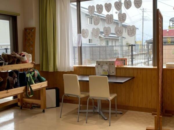 カフェアクティブ 窓際テーブル席