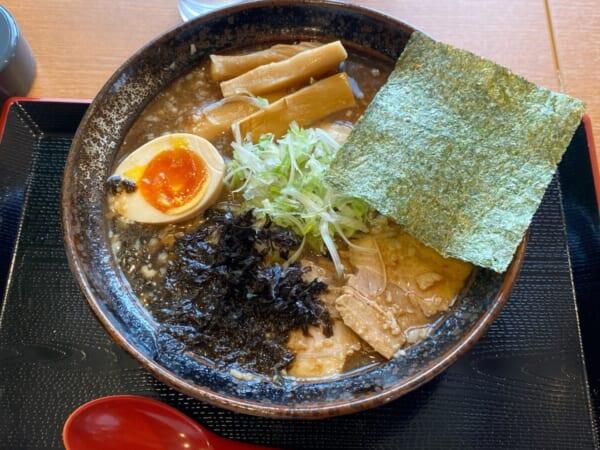 ゆがわ屋 魚介系背油チャーシューメン
